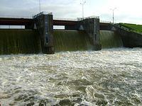 Zrzut wody do Pilicy z Zalewu Sulejowskiego