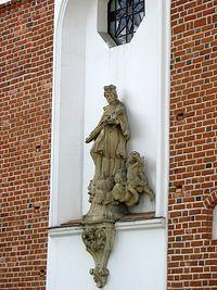 Piaseczno - św. Nepomucen na fasadzie kościoła św. Anny