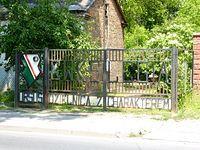 W Ursusie kibicują...             nawet bramy.