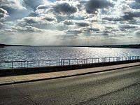 Jezioro Sulejowskie widziane z zapory w Smardzewicach