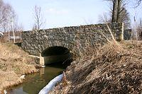 Zabytkowy kamiennny most w Nosówce