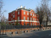 Czerwony dom na ul Sierakowskiego 10