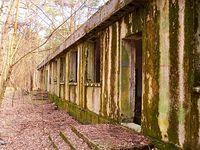 Opuszczony budynek dawnej wyrzutni rakiet  w okolicy Adamówka
