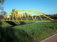 Mostek ze ścieżką rowerowa nad kanałem we Wróblewie