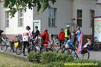 """Nasza grupa """"Szczecin na Rowerach"""" w miejscu startu na Sernfahrt na przeciw dworca kolejowego w Oranienburgu."""