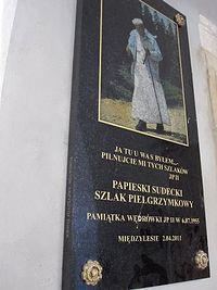 tablica na kościele w Międzylesiu