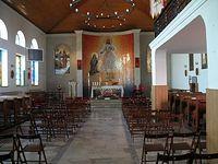 kościół w Sękocinie- wnętrze widziane przez szybkę w drzwiach