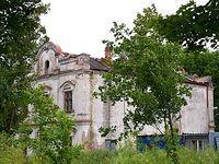 Dworek w Łazach (wzniesiony w II połowie XVIII wieku dla Onufrego Bromierskiego, starosty płockiego i płońskiego, w latach 80-tych XIX wieku dobra stały się własnością Karnkowskich, po wojnie częściowo rozebrany)