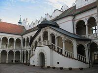 Baranów Sandomierski – schody na dziedzińcu zamkowym