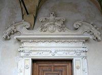 Baranów Sandomierski – portal z herbem  Wieniawa