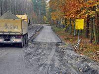 Powoli widać postęp w pracach przy budowie drogi Dobieszczyn - Nowe Warpno.