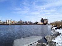 Rzeka Elbląg - widok na elewator zbożowy