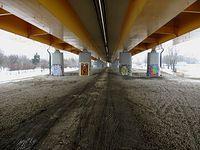 Dalej pod mostem