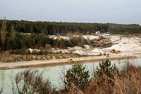 widok ze skarpy na Kopalnię piasku Biała Góra