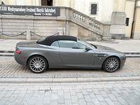 Aston Martin DB9 pod kościołem Świętego Krzyża na Krakowskim Przedmieściu