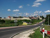 """Szydłów - """"polskie Carcassonne"""" :) centrum z odremontowanymi murami"""