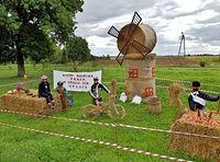 Dekoracja ze słomy przygotowana na dożynki powiatowe w Lichnowach