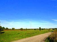 Widoczek na maszt antenowy nadajnika w Łazach, tradycyjnie nazywanego stacją nadawczą w Raszynie