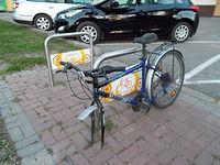 Stojak rowerowy i czegoś tu brakuje