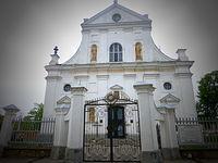 Kościół pw. Bożego Ciała w Nieświeżu. Wzorowany na rzymskim kościele Il Gesù był pierwsza barokową budowla na terytorium Rzeczypospolitej. W podziemiach znajduje się ponad sto jednakowych trumien ze szczątkami rodu Radziwiłłów