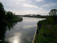 Kanał Elbląski widziany z mostu nad śluzą Miłomłyn w kierunku Jeziora Drwęckiego