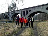 Nieczynny most kolejowy nad rzeką Wda - i nasza sobotnia ekipa