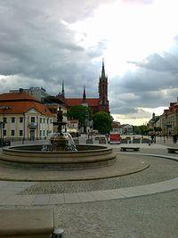 Rynek Kościuszki. W tle kościół farny