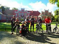 Grupa przy pałacu Przebendowskich- Wejherowo