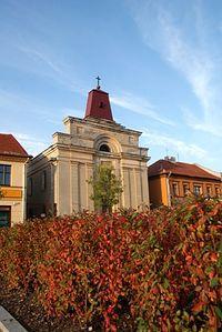 Jesień na tle kościoła św.Trójcy na Placu Kościuszki