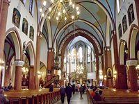 Wnętrze kościoła pod wezwaniem Świętego Wawrzyńca i Świętego Antoniego w Wirku w miarę się ostało. Wystarczy przywrócić balaski. Ołtarz wielki i ambona się uchowały