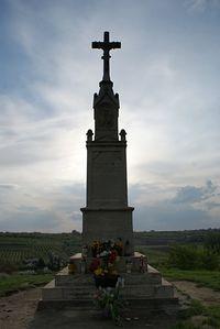 Krzyż na szczycie kopca Salve Regina