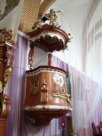 Ambona (1734 r.) w kościele w Jaczowie. Jeden z późnobarokowych elementów wyposażenia