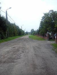 Ulica Waleriana Wróblewskiego w Warszawie. Zielona Warszawa bez bruków, asfaltów, wodociągów i kanalizacji