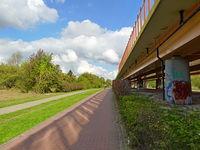 Ścieżka przy moście Siekierkowskim