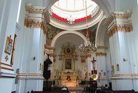 Wnętrze kościoła na Powązkach