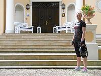 Przed pałacem w Bugaju