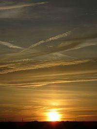 Zachód słońca i wieczorny pejzaż był pięknym zwieńczeniem dnia