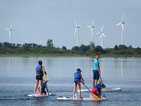 Jezioro Kaliszańskie - z widokiem na elektrownie wiatrowe w Margoninie