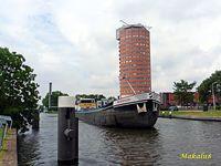 Barka i wieżowiec