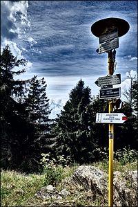 Spod schroniska czerwonym szlakiem na szczyt