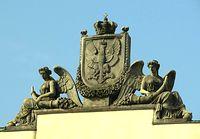 Rzeźba wieńcząca skrzydło Pałacu Komisji Rządowej Przychodów i Skarbu
