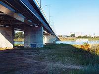 Pod Mostem Łazienkowskim