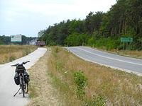 Na wylocie z Krasocina fajna ścieżka rowerowa ale... 1-2 km. to trochę mało