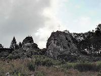 Trzebniów - skała z krzyżem