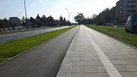Nowa droga na Powsińskiej, w tle Kościół Bernardynów