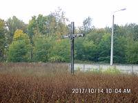 Drewniany krzyż w pobliżu stacji Chorzów Stary