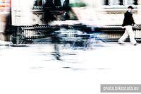Łamią zakaz jazdy rowerem na wrocławskim Rynku