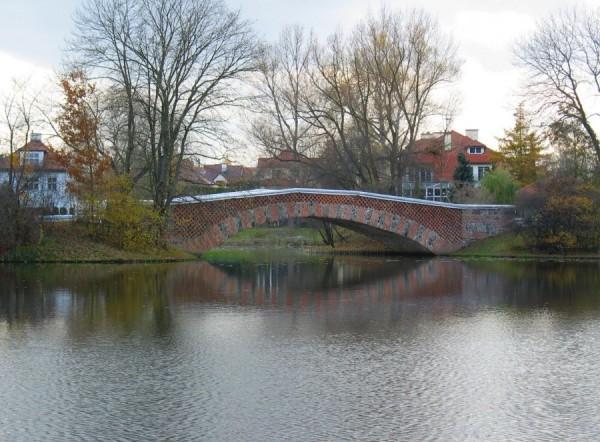 Most rzymski w parku wilanowskim