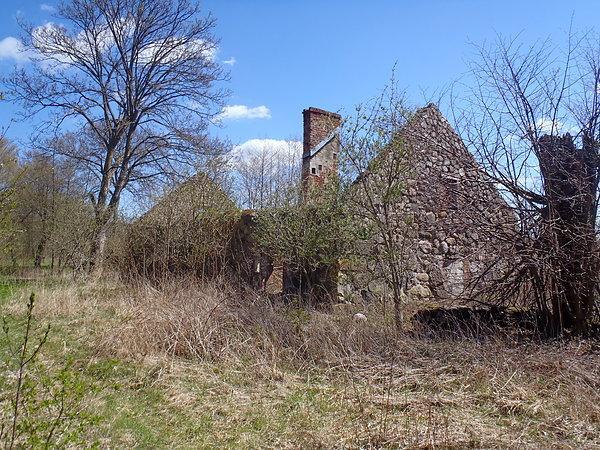 Ruiny domu w Opalinie