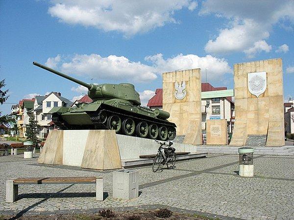 Pomnik Czołg w Różanie